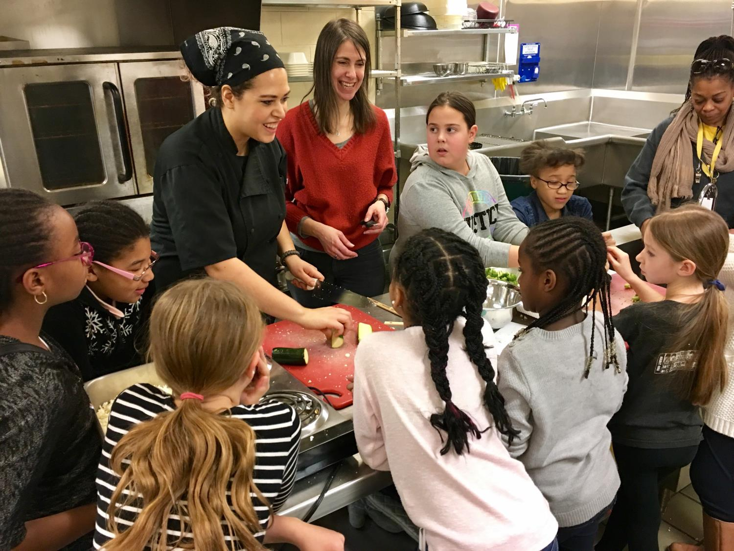Chef Jessica of Om Cafe teaches students to cook cauliflower rice stir fry.